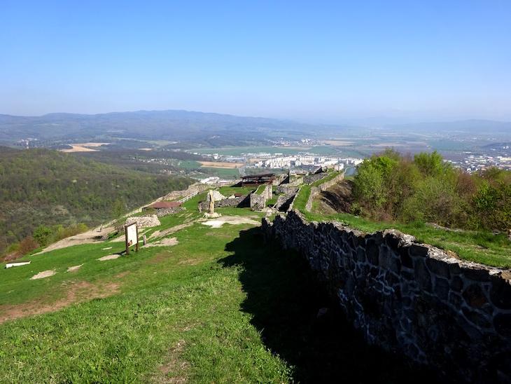 Zrúcaniny hradov - Pustý hrad