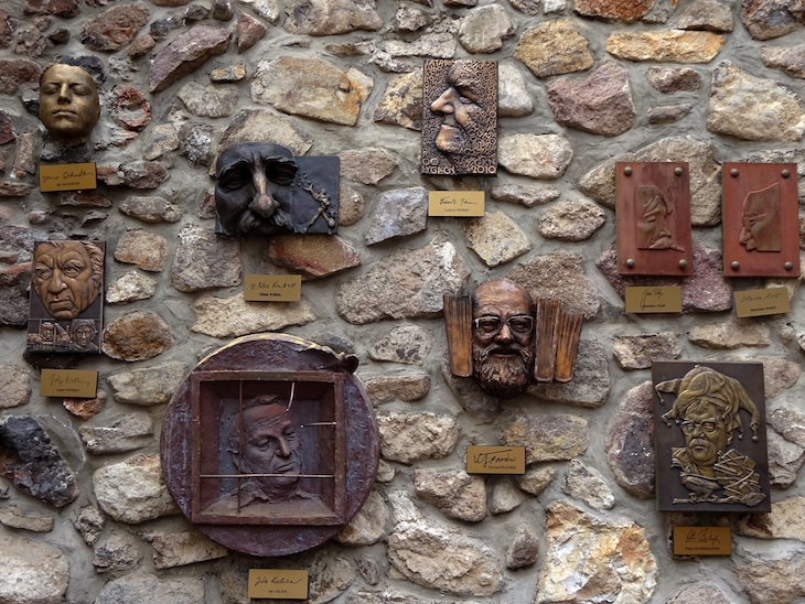 Múzeum gýča - Ulička slávnych nosov