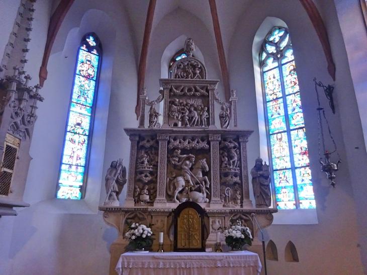 Čo vidieť vo Svätom Jure - kamenný oltár